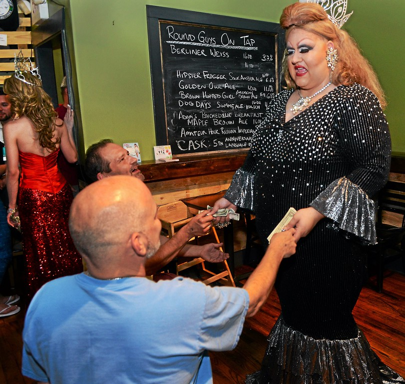 . Fanci DisMount receives tips from patrons at the show at Round Guys Brewing Co. in Lansdale on Saturday June 22, 2014. Photo by Mark C. Psoras/The Reporter